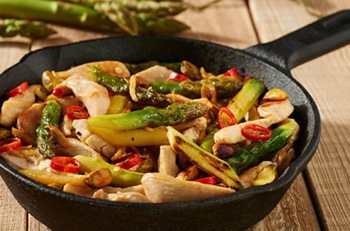 Kip met asperges en pistaches