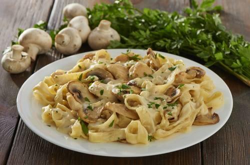 Knorr - Pasta Carbonara mit Huhn und Pilzen