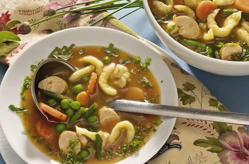 Knorr - Spätzle-Gemüse-Suppe mit Würstchen