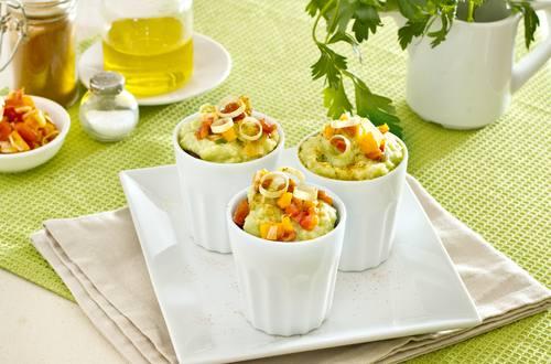 Bicchierini di avocado e verdurine