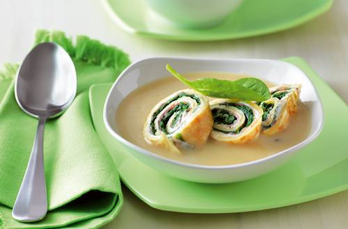 Pilzsuppe_mit_Frischkaese-Spinat-Crêperoellchen