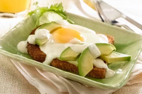 Sandwiches De Aguacate Para El Desayuno