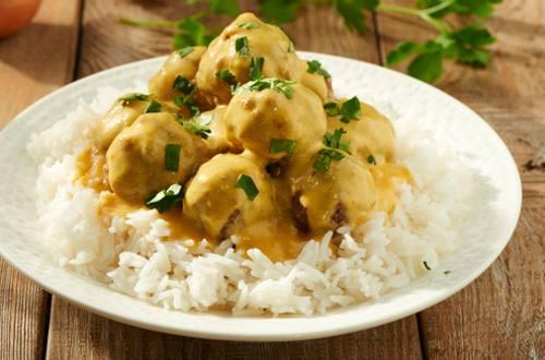 Albóndigas con salsa de curry