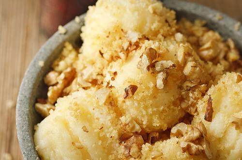 Knorr - Nuss-Grieß-Nockerln mit Hollerkoch