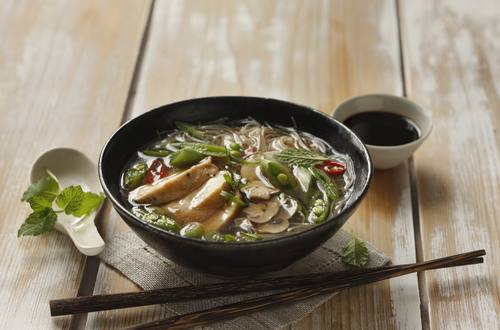 Knorr - Asiasuppe mit Huhn, Reisnudeln und Gemüse