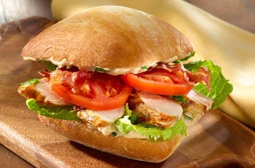 Hähnchen Sandwich mit Bacon