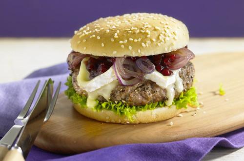 Pfefferburger mit karamellisierten Zwiebeln