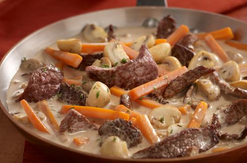 Rindergeschnetzeltes_mit_Kartoffeln,_Karotten_und_Champignons