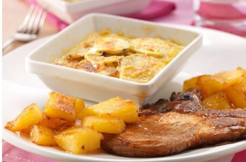 Gratin de pommes de terre douces, côtelette de porc et ananas poêlé