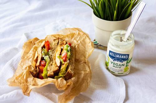 Hellmann's - Mariniertes Tofu Sandwich