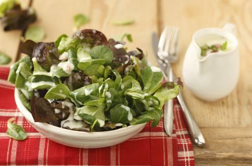 Knorr - Blattsalat mit Erdäpfeldressing und Speck
