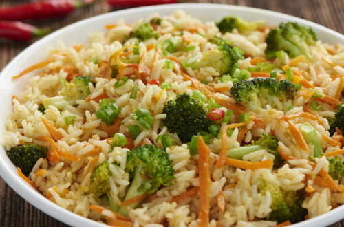 Riz sauté aux épices, brocoli et carottes