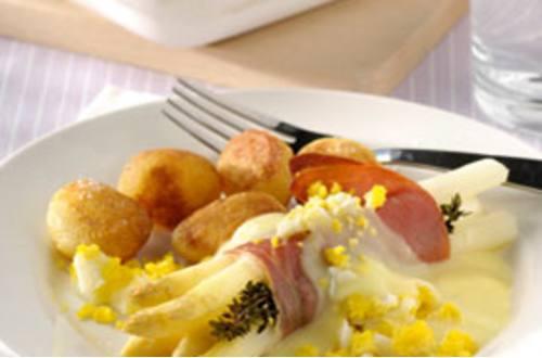 Geroosterde asperges met rauwe ham