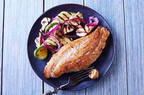 pescado a la plancha con vegetales