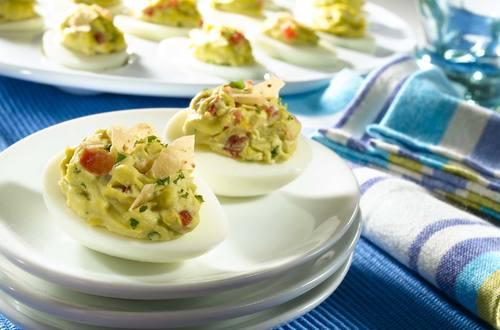 Huevos rellenos estilo California