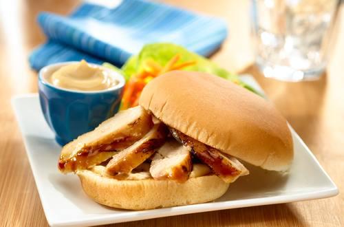 Mariniertes Hähnchen Sandwich