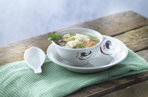 Nudelsuppe mit Tofu, Rüebli und Ingwer