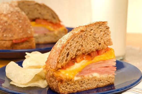 Receta fácil de sándwich de jamón caliente para la cena
