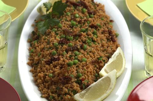 Couscous-Salat_mit_Erbsli_und_getrockneten_Tomaten