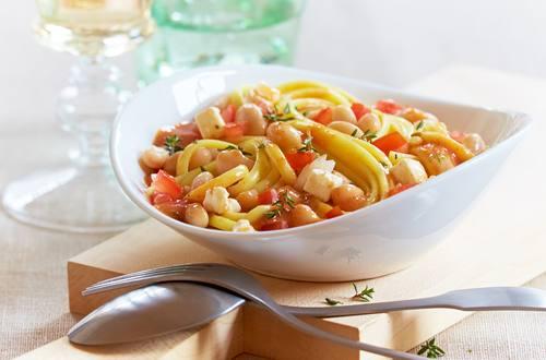 Tomaten-Bolognese mit weißen Bohnen