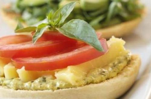Veggie sandwich de palta, tomates y muzzarella