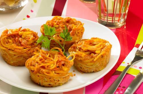 Seefahrer_Muffins_mit_Spaghetti,_Rueebli_und_Mais_Ausschnitt