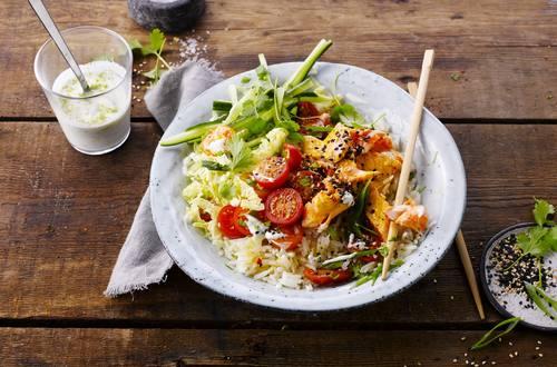 Poke Bowl de saumon au riz sauvage et sésame