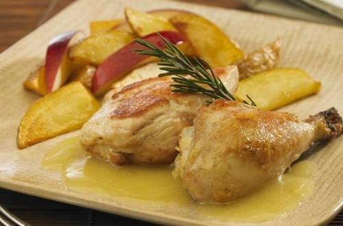 Pollo a la crema de manzanas