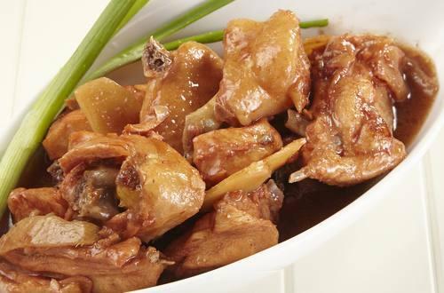 Thịt gà kho lá gừng