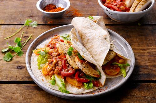 Vollkorntortilla mit mexikanischem Huhn