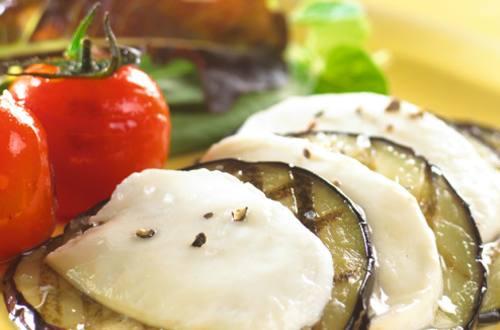 Aubergine à la mozzarella et aux tomates cerises cuites