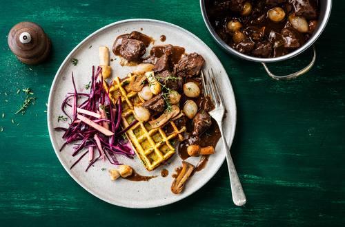 Knorr - Wildgulasch mit Kartoffel-Kräuter-Waffel