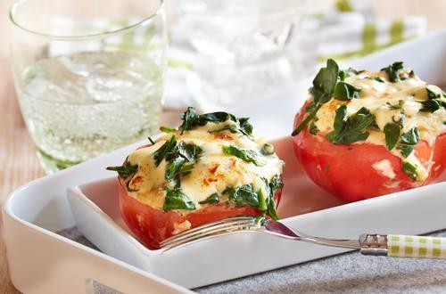 Gratinierte Tomaten mit Spinatfüllung