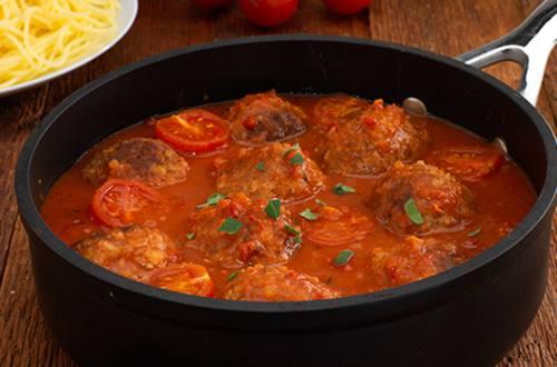 Sojaballetjes in tomatensaus