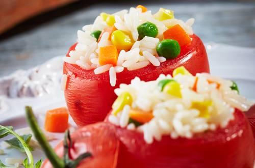 Jitomates rellenos de arroz