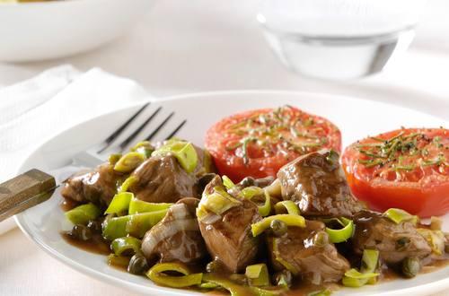 Italiaanse biefstuk met prei en kappertjes