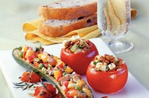 Knorr - Gefüllte Tomaten mit Nüssen und Schafskäse