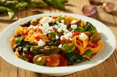 Pasta con verduras de primavera