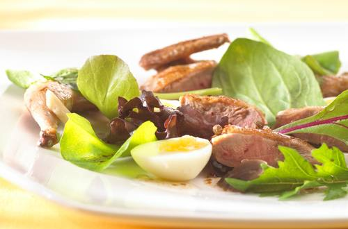 Salade tiède aux cailles