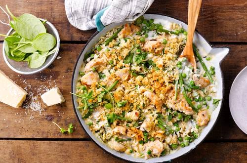 Puten-Reis-Pfanne mit Spinat in Käsesauce