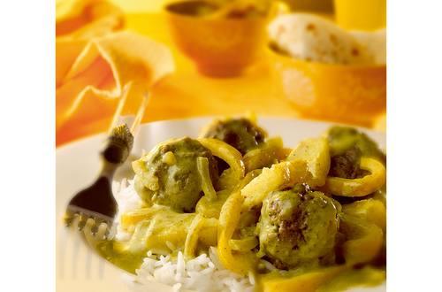 Gehaktballetjes in kerrierroomsaus met gele paprika en ananas