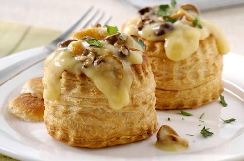 Pasteitjes met Champignons en Kippen Crème