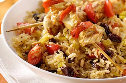 Brochettes de poulet aux épices et riz parfumé