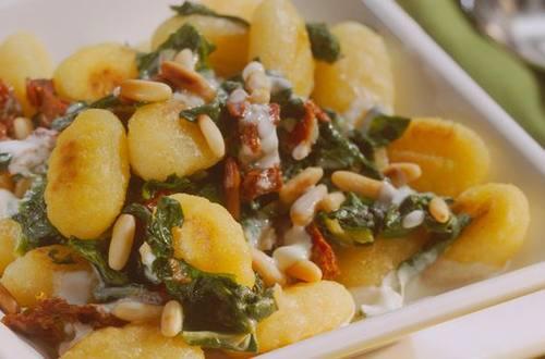 Knorr - Spinatgnocchi mit getrockneten Tomaten
