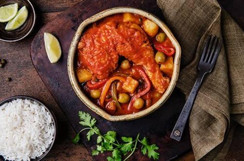 Estofado de pollo estilo cubano