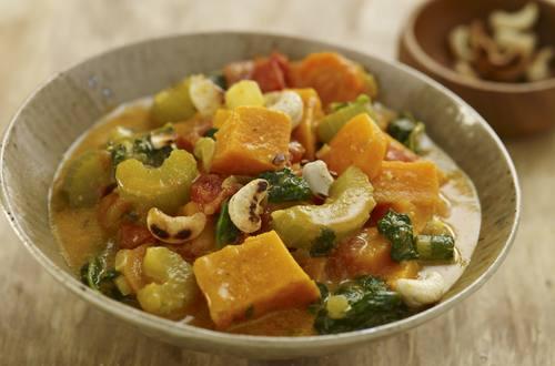 Gemüseeintopf mit Süßkartoffeln und Erdnüssen