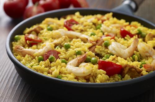 Einfache Hühner-Garnelen-Paella
