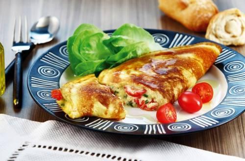 Omelete caprese cuatro quesos