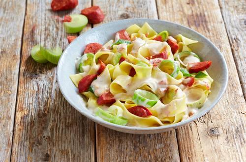 Knorr - Bandnudeln mit Lauch, Chorizo und Gorgonzola