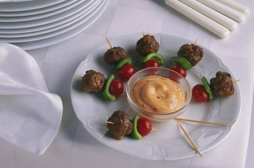 Knorr - Hackfleisch-Spießchen mit Chili-Dip